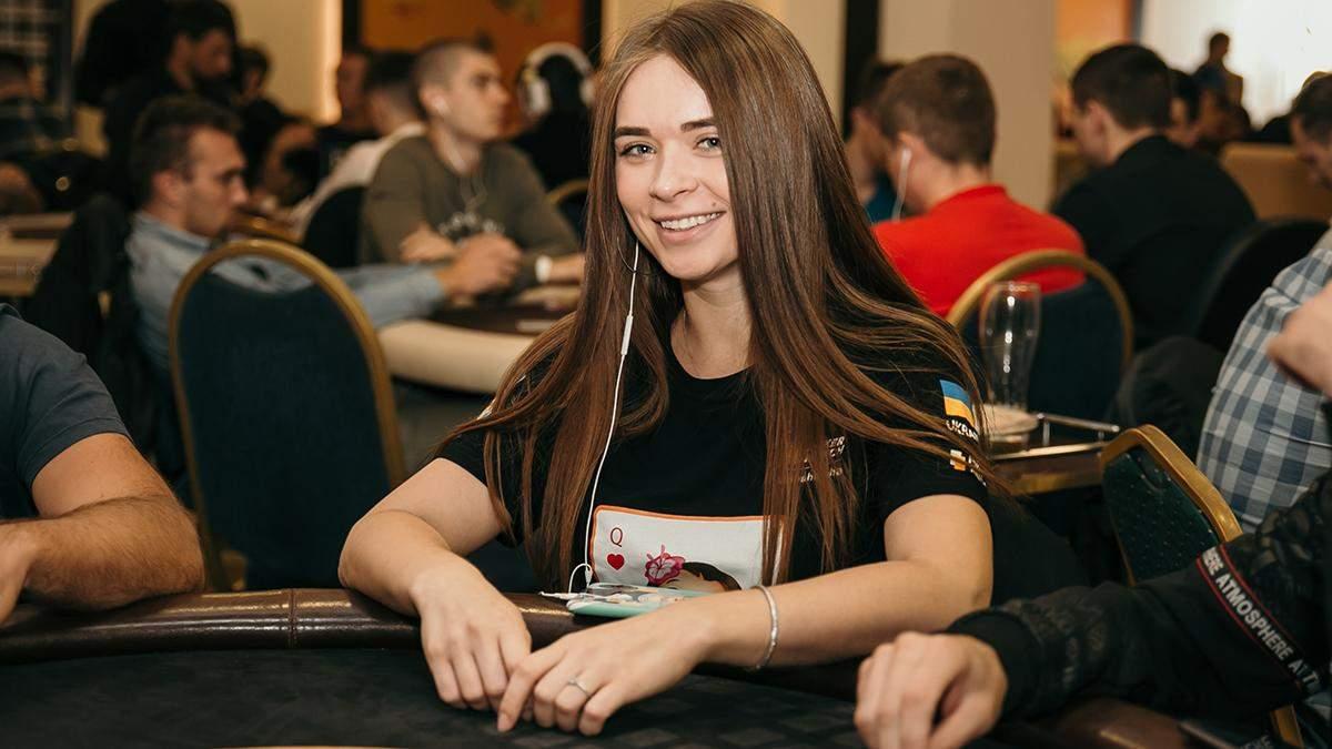 Українська красуня дала майстер-клас гри в покерному хедз-апі