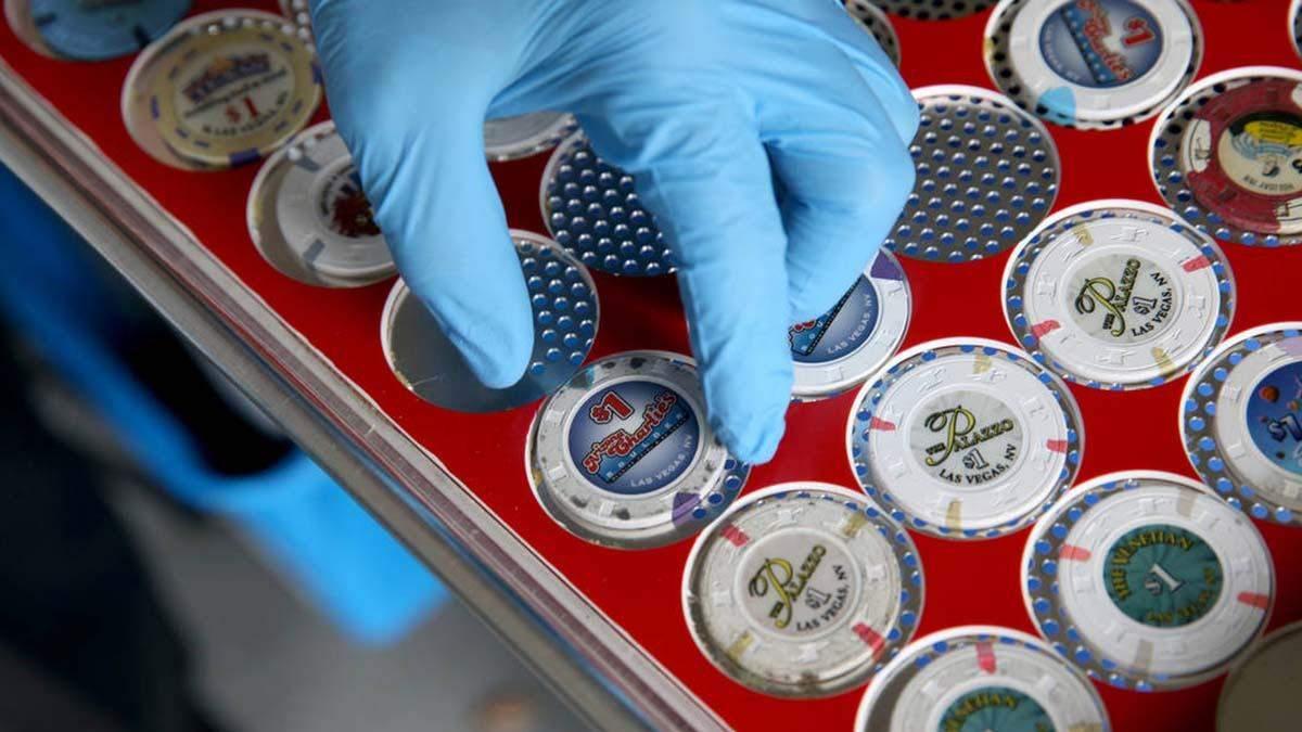"""""""Чистый"""" покер: кто отмоет покерное оборудование от коронавируса"""
