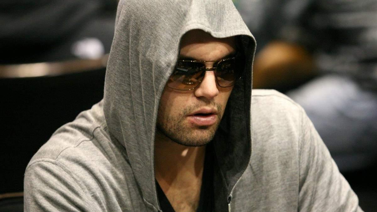 Коронавірус продовжує атаку на спорт: захворів перший відомий покерист