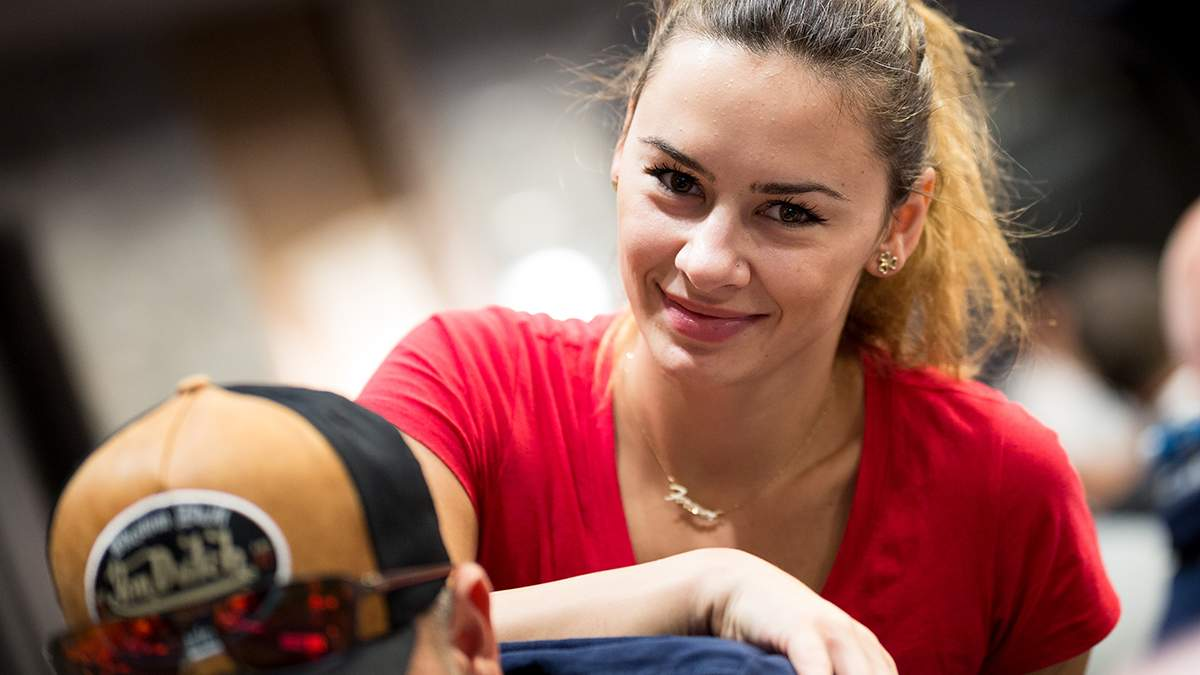 Дівчина, яка дарує насолоду топовим покеристам світу