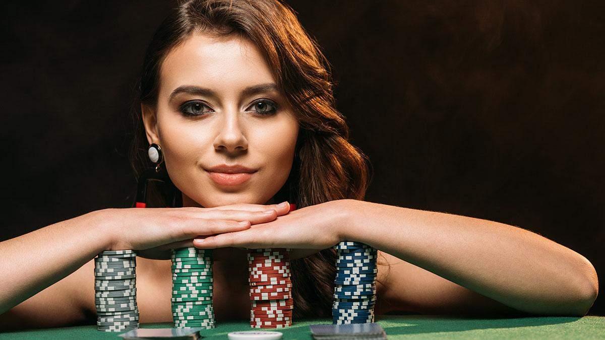 Дамы не только играют в покер, но и пишут о нем