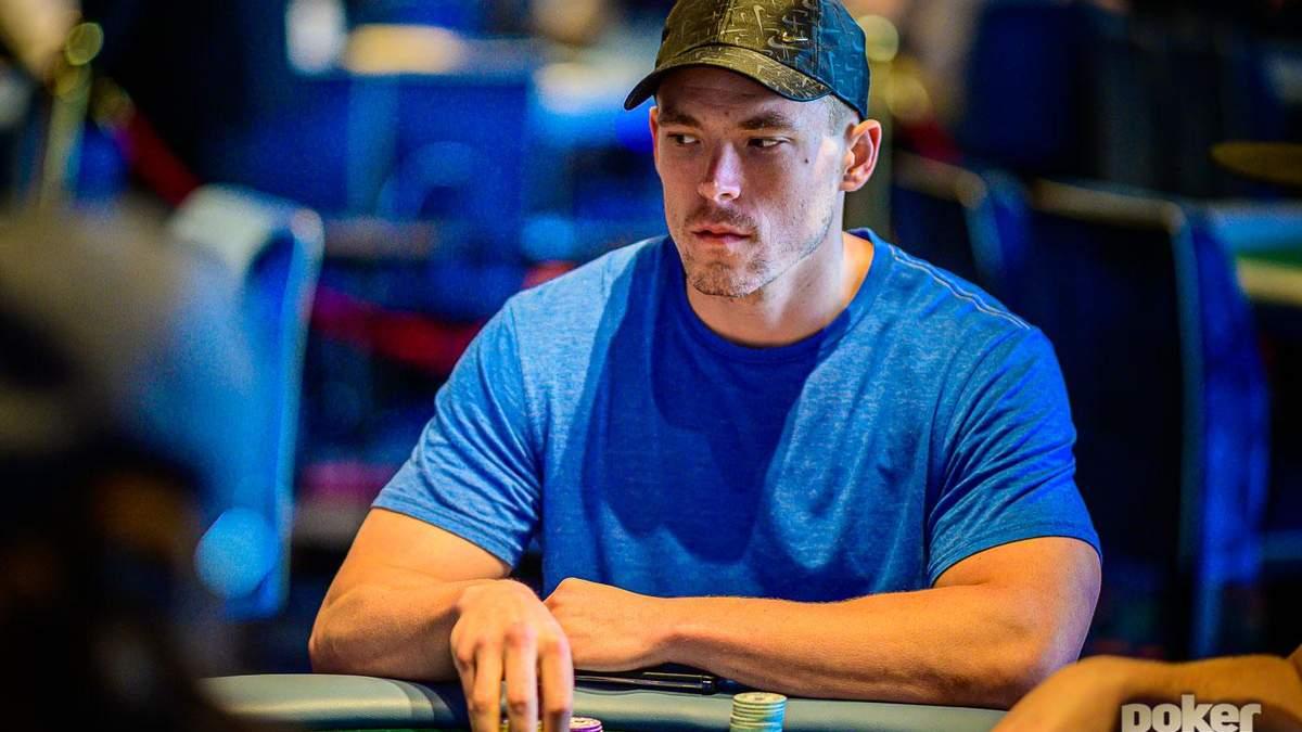 Бой гигантов: Алекс Фоксен выиграл турнир звезд покера
