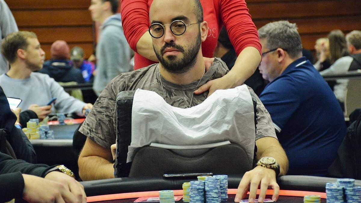 В турнире за 10 000 долларов случился жестокий кулер с участием звезд покера