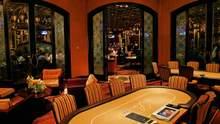 Место, где миллионы долларов исчезают за несколько минут: история тайной комнаты Вегаса
