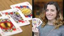 Студентка борется с гендерным неравенством с помощью колоды карт