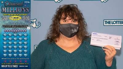 Женщина выиграла в лотерею миллион долларов, но выбросила билет в мусор…