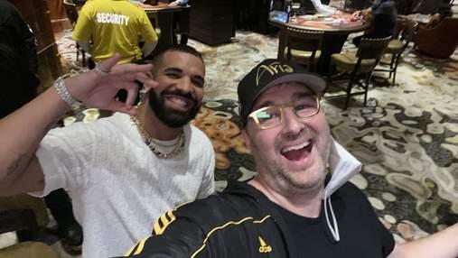 Рэпер Дрейк загулял в казино с легендой покера